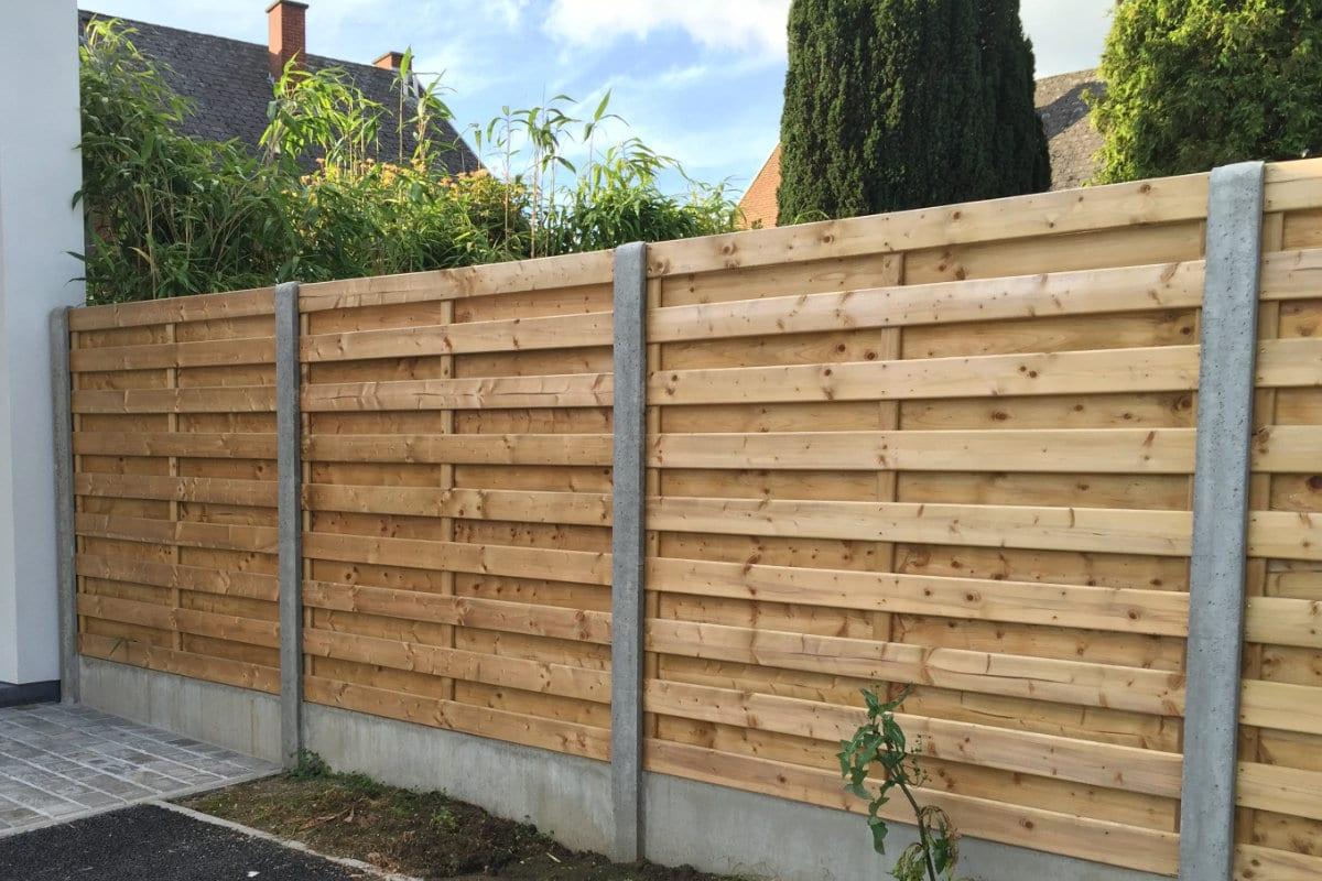 Houten schuttingen uitvoeringen geschikte houtsoorten en for Schutting tuin